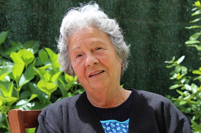 grandmother-506341_640
